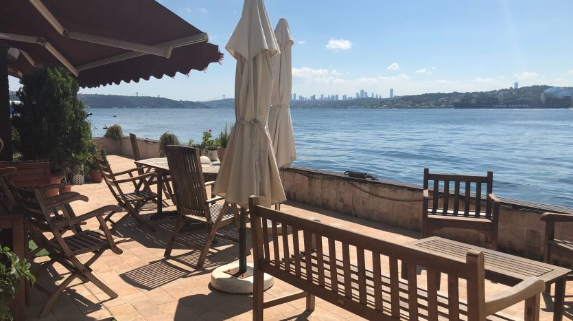 Sea Front Bosphorus Apartments in Istanbul with Jetty