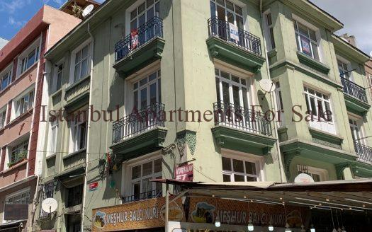 Old apartment for sale in Istanbul Fatih centre